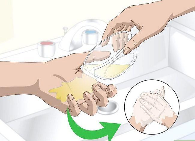 Billedbetegnelse Få lugten af benzin fra dine hænder Trin 5