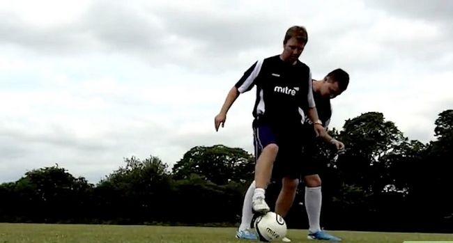 Billede med titlen Dribble Som Lionel Messi Trin 7
