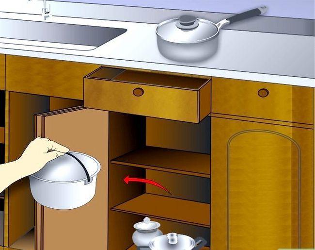 Billedbetegnelse Clean Kitchen Cabinets Trin 1