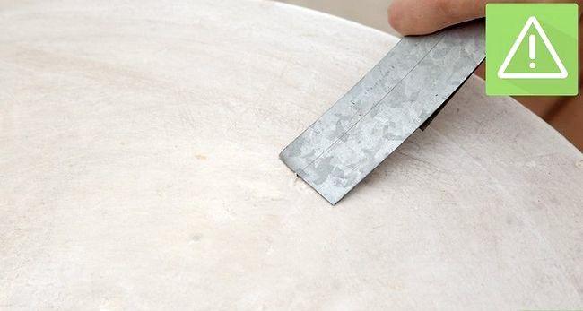 Billed betegnet Spray Paint Metal Trin 3