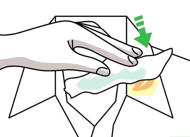 Billedbetegnelse Få en sminke ud af tøj uden vask Trin 15