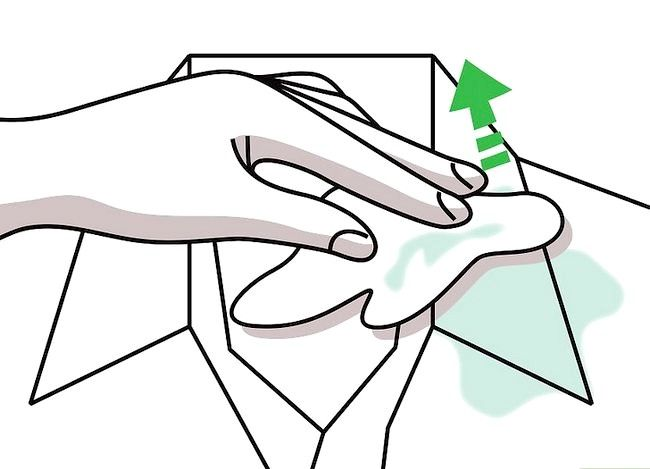 Billedbetegnelse Få en sminke ud af tøj uden vask Trin 4