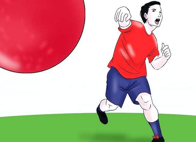 Billede med titlen Vær en fantastisk Kickball Player Trin 11