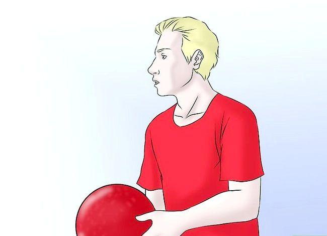 Billede med titlen Vær en fantastisk Kickball Player Trin 16