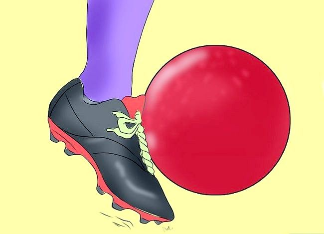 Billede med titlen Vær en fantastisk Kickball Player Trin 6