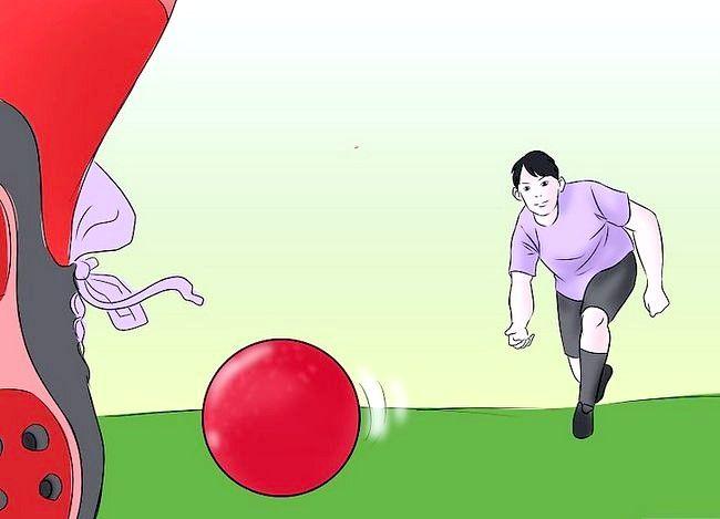 Billede med titlen Vær en fantastisk Kickball Player Trin 7