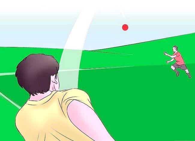 Billede med titlen Vær en fantastisk Kickball Player Trin 8